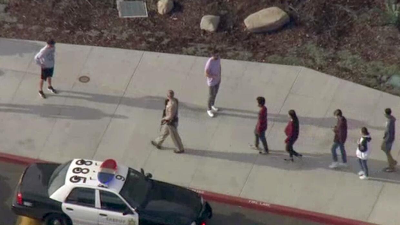 Reportan dos personas en condición crítica tras tiroteo registrado en escuela secundaria de Santa Clarita - Univision