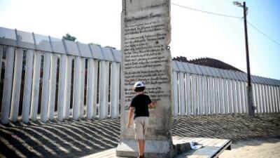 fotos de muros para frentes de casas El Pedazo Del Muro De Berln Con Un Mensaje Para Trump Que