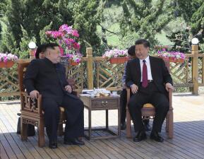 En fotos: El imprevisto encuentro entre Kim Jong Un y Xi Jinping