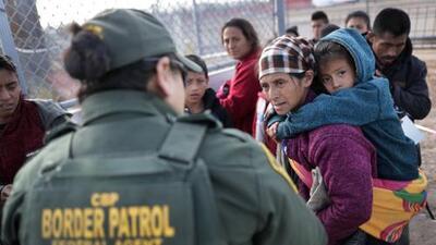 """El gobierno de Trump planea enviar inmigrantes centroamericanos """"a todo el país"""""""