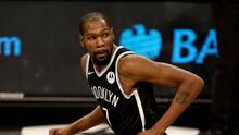 Kevin Durant recibe fuerte multa por insultos homófobos