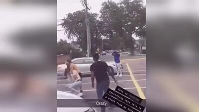 Fue apuñalado a causa de una chica y lo grabaron en vez de ayudarlo