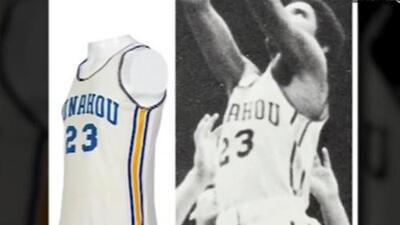La impresionante cifra que se pagó por el jersey de básquetbol de Barack Obama en su época de estudiante