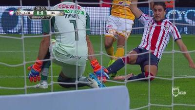 Van Rankin tuvo la más clara de gol ante Tigres y la dejó ir