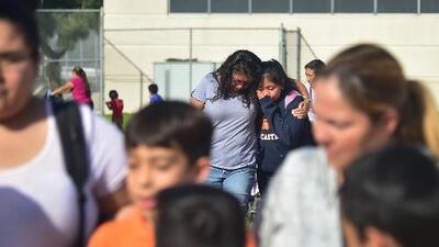 Los momentos de pánico que vivieron padres, alumnos y maestros tras tiroteo en escuela de California