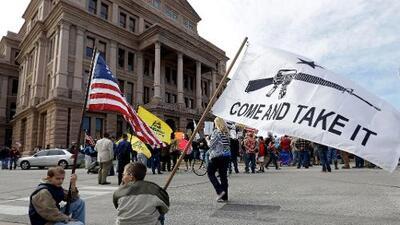 Qué son las leyes de 'bandera roja' que muchos proponen para reducir masacres como Dayton o El Paso