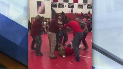 Padres se enfrentan a golpes durante un torneo de sus hijos y otras tendencias en la red