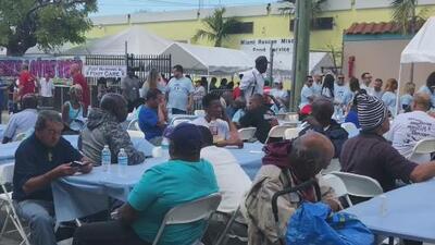 'Thanksgiving on Good Friday', un evento caritativo al estilo de Acción de Gracias para personas sin hogar de Florida