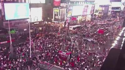 Así fue la estampida humana en Times Square provocada por el ruido de una motocicleta