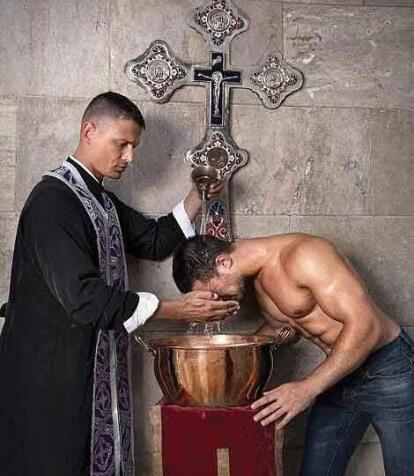 Calendario Curas Vaticano 2019.Calendario De Curas Guapos Es El Mas Vendido Fotos