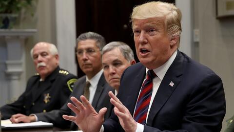 A solo horas de que el Senado vote, Trump intenta convencer a los republicanos de que apoyen la emergencia nacional