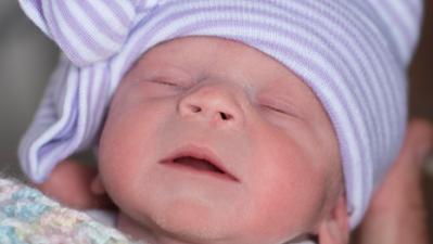 Nació sin útero, le trasplantaron uno de una donante fallecida y logró dar a luz a esta bebé