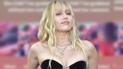Miley Cyrus responde a 'haters' que insinúan que el beso recibido a la fuerza se dio por como iba vestida