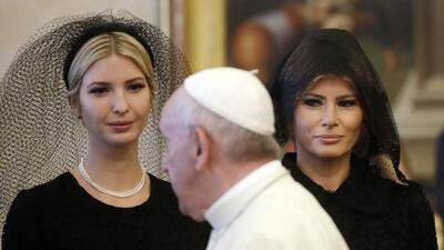 Por qué Ivanka y Melania Trump fueron de negro y con velo a visitar al papa Francisco