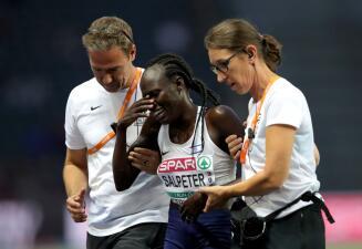 El drama de Lonah Salpeter, la atleta que festejó antes de tiempo y se quedó sin medalla
