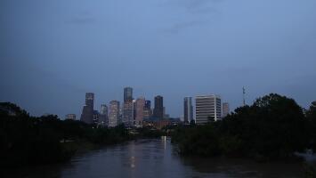 Abrígate esta noche para recibir el nuevo año, se espera mucho frío y lluvia en Houston