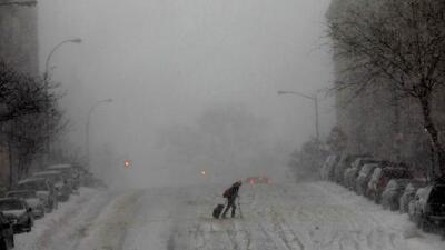 Miles de vuelos cancelados en Nueva York por tormenta invernal que congela gran parte de EEUU