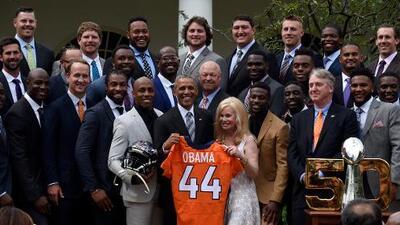 Barack Obama recibió a los Denver Broncos en la Casa Blanca
