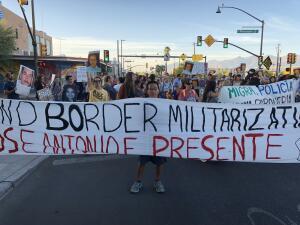 En fotos: Decenas de personas salen a protestar por veredicto de 'no culpable'en el juicio contra un agente de la Patrulla Fronteriza