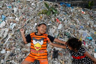 Viviendo de la basura extranjera: viaje a uno de los mayores vertederos del mundo (fotos)