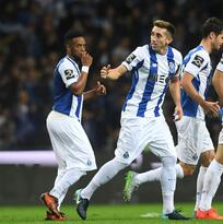 Porto goleó al Vitoria en la Copa de Portugal con los mexicanos en el campo