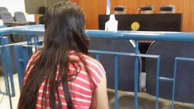 Un pandillero la violó, quedó embarazada, su bebé murió y un tribunal de El Salvador la condenó a 30 años de cárcel