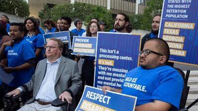 Inmigrantes con dispacidad detenidos demandan a ICE por supuesta atención médica deficiente