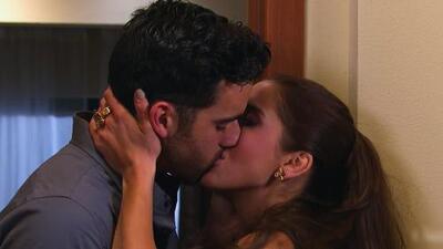 David y Regina se besaron
