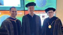 Vicente Fox presume el doctorado honoris causa que recibió de la universidad de Miami y le llueven las críticas