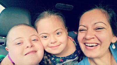 """""""Emigré porque estaba desesperada por cambiar el futuro de mi hijo"""": la historia de una mamá de dos niños con síndrome de Down"""
