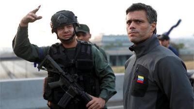 Guaidó anuncia que liberó de su arresto domiciliario al líder opositor Leopoldo López