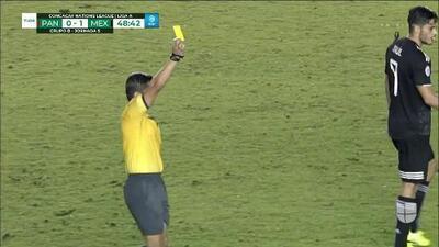 Tarjeta amarilla. El árbitro amonesta a Abdiel Ayarza de Panama