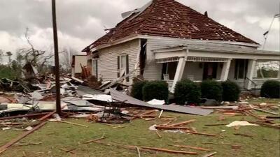 Potentes tornados arrasan con varios condados de Alabama