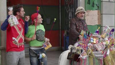 Vecinos - Echando cohetes
