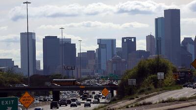 Calor intenso y probabilidad de lluvia, el pronóstico para este lunes en Houston