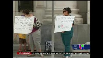 Mexicanos en EU protestan por resultados de elecciones en México