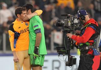 Gianluigi Buffon se quedó con el último episodio de su rivalidad con Iker Casillas