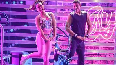 Johnny Lozada regresó a la pista de Mira Quién Baila para interpretar una enérgica danza con Clarissa Molina