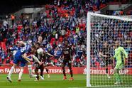 El solitario gol de Youri Tielemasns y la enorme figura de Kasper Smeichel en al portería, le dan el primer título de FA Cup en su historia al Leicester City.