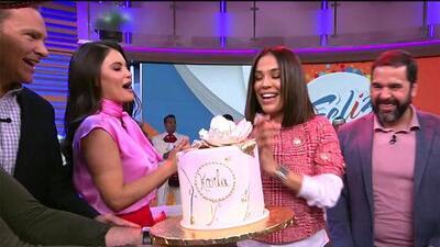 Con mariachi y un bello pastel, nos adelantamos a celebrar a Karla Martínez por su cumpleaños