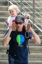 Jeremy Renner lleva a su nena al zoo