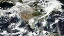 El clima extremo es real: humo de los incendios llega a Nueva York y el océano se plaga de huracanes