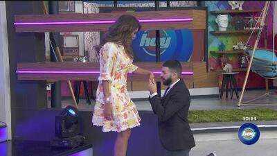 """De rodillas, Jomari Goyso le pide disculpas a Galilea Montijo por decirle que compró un vestido en """"barata"""""""