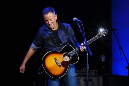 Jennifer explicó que  <b>pidió permiso </b>vía telefónica al legendario Bruce Springsteen, para usar el tema que cantó su hija durante la presentación y él aceptó.