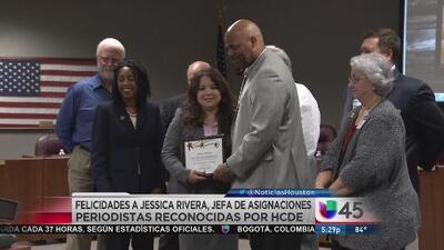 El Departamento de Educación del Condado Harris exaltó la labor periodística de Jessica Rivera
