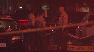 """""""Me duele porque tenía a su esposa embarazada"""": tiroteo en el sur de Los Ángeles deja dos hombres muertos"""