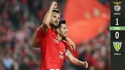 Benfica vence al Tondela y mantiene el liderato por diferencia de goles