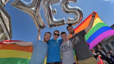 Famosos celebran aprobación de bodas gay en Irlanda