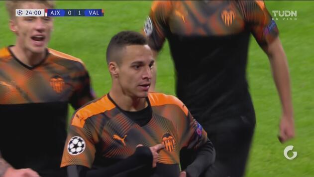 ¡El Ajax se está quedando fuera de la Champions! Gol de Rodrigo para adelantar al Valencia