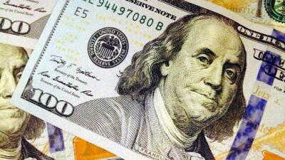 Un cajero automático comenzó a dispensar billetes de $100 por error y muchos corrieron a retirar dinero